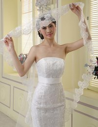 Wholesale Crown Appliques - 2017 Discount Bridal Veil One Layer White and Ivory Lace Edge Gloves Crown 4 Pieces in One Sets Bridal Accessories Dhyz 01