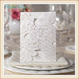 karte leer glänzend Rabatt 50x Kostenloser versand Laser Schneiden Papier Spitze Blume Blatt Aushöhlen Hochzeit Geburtstag X'mas Party Papier Einladungskarte mit Inneren Blank Blatt