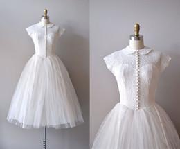 Vintage Reservierte Spitze 1950er Jahre Brautkleider Sheer Peter Pan Kragen Cap Sleeves Covered Knielänge Ballkleid Tüll 50 'Brautkleider von Fabrikanten