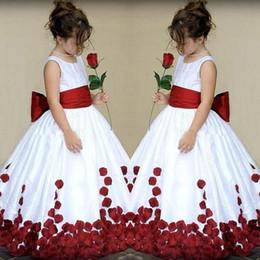 pétalas de flores vestido Desconto Fabuloso Júnior Menina Vestido de Noiva Longo Branco e Vermelho Escuro Borgonha Flower Girl's Dresses com Oversize Bow Sash Pétalas Até O Chão