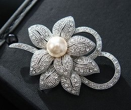 Wholesale rhinestone bow center - Vintage Look White Gold Clear Rhinestone Crystal Diamante Cream Pearl Center Flower and Bow Wedding Bouquet Brooch