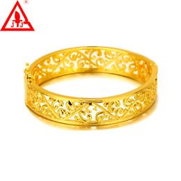 24 K желтое золото покрытием браслеты новый мода ювелирные изделия полые Золотой манжеты браслет подвески браслеты для женщин свадебные платья Бесплатная доставка cheap new dresses yellow от Поставщики новые платья желтые