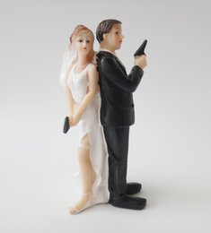 Wholesale Bride Groom Cake Toppers - Escape Bride and Groom with Gun Couple Figurine wedding cake topper for wedding decoration mariage decoracao para casamento