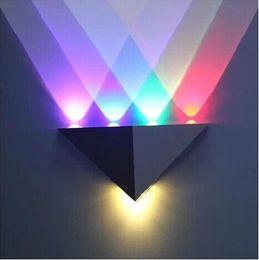 2019 luces de la noche del pasillo moderno Decoración del hogar Iluminación 7W LED Lámparas de pared 85-265V Moderno Triangular Aluminio LED Lámpara de luz de pared Dormitorio interior Pasillo Cocina