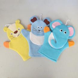 пластиковая банная губка Скидка Детские губка ванна руб Mitt дети ребенок ванна кисти животных форма Bushtub перчатки куклы для рук и полотенце ванная комната