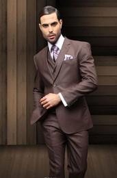Chaleco marrón oscuro para hombre online-Venta caliente Brown oscuro Formal hombres trajes dos botones novios padrinos esmoquin muesca solapa boda novio trajes de la mañana chaqueta + pantalones + chaleco + corbata