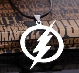 2019 logotipos de filmes Filme Jóias O FLASH DC SUPER HERÓI Flash Lightning Logotipo Corrente De Couro De Aço inoxidável colares pingentes Homens Jóias XL94 desconto logotipos de filmes