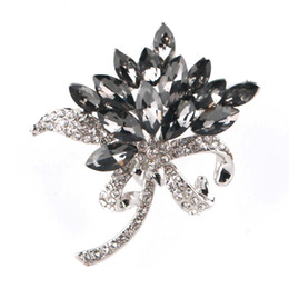 Wholesale Cheap Onyx - Euramerican Popular Crystals Flower Women Pins Silver Color Rhinestone Brooches Top Alloy Quality As Gift For Women Cheap Price