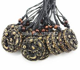 2019 chinesischer drachentierkreis Lot 12 Stücke Nachahmung Knochen Carving Runde chinesischen Drachen Totem des Glücks Anhänger Tierkreis Amulett Halskette Geschenk MN337