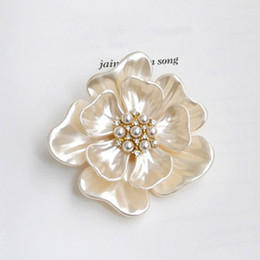 Wholesale Mother Pearl Pins - 2014 mother of pearl flower corsage brooch pin female scarf buckle Korean female Mother's Day gift jewelry woman