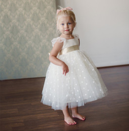 Wholesale Little Girls Bow Tie Dress - 2017 New Elegant White Ball Gown Flower Girl Dresses For Bow Tie Little Girl Wedding Party First Communion Dress