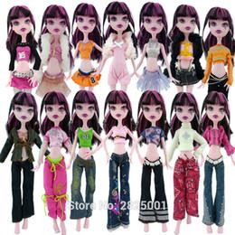 Nuovo design 10 lotti = casuale 5x outfit + 5x tacchi alti scarpe accessori abbigliamento per monster high doll toy dollhouse toys regalo per bambini cheap clothes high heels da abiti tacchi alti fornitori