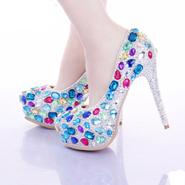 sapatos à noite feitos à medida Desconto 2017 Multi Crystal Bridal Shoes Luxo Rhinestone Wedding Noiva Sapatos Evening Party Sapatos de baile Custom Made Valentine High Heels