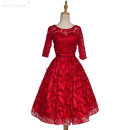Feather kleider für brautjungfern online-Hot Sales Plus Size Brautjungfernkleider 2020 Red Tüll mit Feder Vestido De Festa eine Linie 3/4 langen Ärmeln Sexy Kleider Abendgarderobe