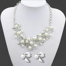 2019 orecchini occidentali di modo 2016 Fashion Western Leaf tipo di collana di perle orecchini gioielli donna maglione di cristallo strass collana catena regalo di nozze sconti orecchini occidentali di modo