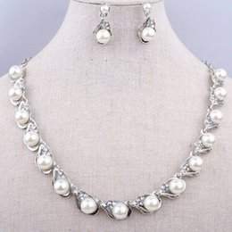Wholesale Costume Jewelry Pearl Set - Vintage Fashion Faux Pearl And Crystal Necklace Earrings Wedding Bridal Jewelry Set 667 Gift Jewelry Women Party Costume Necklace Sets