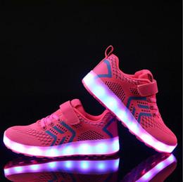 Zapatos de baile online-Los nuevos zapatos de los niños que vuelan tejieron la línea suave luz niños transparentes del niño del fantasma zapatos de luces de carga de baile luces de carga
