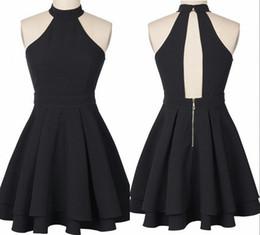 Mini vestido de seda barato online-Seda elástica como el satén Sexy corto vestidos de fiesta de verano Mini vestido de cóctel negro Halter cremallera espalda plisados baratos