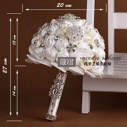 Beige Et Blanc Bouquets De Mariage Sur Mesure Fait À La Main Artificielle Roses Fleurs De Mariée Avec Cristal Strass Perles Fournitures De Mariage 2015 ? partir de fabricateur