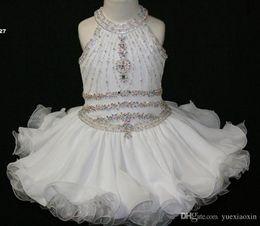2019 vestidos de festa de criança branca Branco elegante Queque Da Criança Pageant Vestidos Halter Frisado Princesa Vestido de Primeira Comunhão Curto Flor Menina Vestidos para Festa de Casamento vestidos de festa de criança branca barato