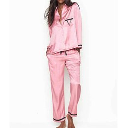 Donna inverno pigiama online-2021 2 ordine Ensemble Striped Long Winter Woman Pajamas V Lettera Satin Silk Pigiama PJS 1N4K