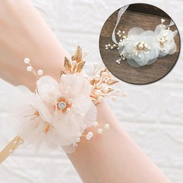 Bracciali artificiali online-Bracciale da sposa Bracciale Bridesmaid Flower Flower Wedding Party Jewelry Accessori Artificial Mano Fiori Ribbon Perle Bangle Braccialetti
