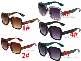 2021 donne colorate quadrate da sole Donne Occhiali da sole Estate Estate Big Square Designer Brand Styles Fashion Street Colourful Cornici Vendita Gafas de Sol PC Frame 5 Colori 10pcs nave veloce