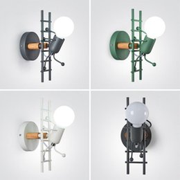 uomo in ferro da stiro Sconti Moderna Lampada da parete in ferro nordico Creativo Little Man Salita Scala Castelli Led Light Kid's Room Living Sconce Decor