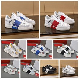 2021 sapato para balanço Valentino New V Sneakers Genuine Leather Mens Mulheres Flats Runnin Trainers Embossed Luxurys Design Black Whith Dress Sapatos Chaussures Sapatos