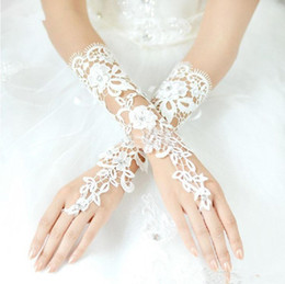 Wholesale Bridal Glove Ivory - Custom Made Vintage Fingerless Bridal Gloves Fabulous Lace Diamond Flower Glove Hollow Wedding Dress Accessories