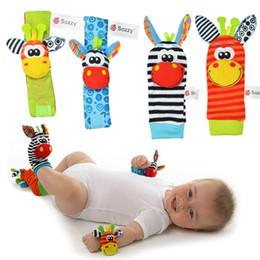 tipos de brinquedos para bebês 12 meses Desconto Frete grátis bebê chocalho brinquedos do bebê Bug Jardim kid Rattle Chocalho + meias