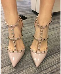 Designer de dedo apontado pulseira multi studs saltos altos de couro de patente spikes sandálias das mulheres studded strappy dress shoes shoes partido cheap strappy party dresses de Fornecedores de vestidos de festa strappy