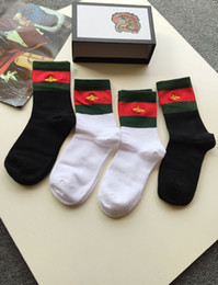 Wholesale Ladies Socks - Wholesale 4Pairs Lot New Bee Embroidery 100% Cotton Socks Ladies Comfortable Cotton Black White Striped Socks With Box