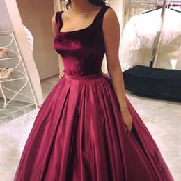 Vestido de terciopelo rojo hasta el suelo online-Vestido de fiesta rojo burdeos Vestidos de baile Cuello cuadrado Terciopelo Satén Longitud del piso Vestidos de fiesta sin respaldo rojo oscuro Dulces 16 vestidos