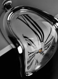 Envío gratis Retro Reloj distorsionado Reloj de pared de ángulo recto Diseño moderno Tiempo de fusión Relojes de asiento Decoración para el hogar Acepte nave de la gota desde fabricantes