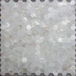 Malla de azulejos de mosaico online-El hexágono de azulejos de nácar sin costuras en la malla de 20 mm; azulejo de mosaico de la cáscara del baño del azulejo del baño; placa para salpicaduras de cocina