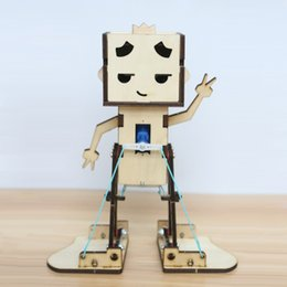 Wholesale Wooden Assembly Toys - 2017 Novel Wooden Assembly Robot Kid Education Wooden Toys Cute Walkable Assembled Robot