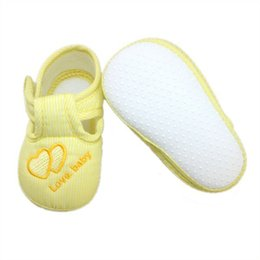 Wholesale Baby Crib Shoe Sizes - 1 pair 3 sizes 0-12 Months Cute Love Baby Girls Infant Crib Shoes Soft Sole Anti-slip Comfort Toddler Shoes