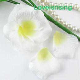 Petali di fiori artificiali bianchi online-5 pacchetti (720pcs) bianco tessuto non tessuto artificiale rosa fiore petalo per favore della festa nuziale decor-libero libero