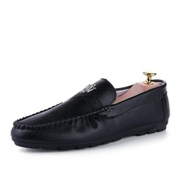 Wholesale patent leather boat shoes - 2017 Brand New Leather shoes Mens Loafers Fashion Handmade Moccasins Leather Men Flats Slip On Male Boat Shoe Flats Shoes Walking rot
