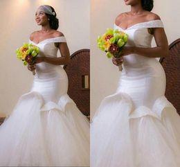 Vestidos de noiva de tule branco on-line-2016 Plus Size Sereia Vestidos de Casamento Branco Fora Do Ombro Tule Até O Chão Vestido de Noiva Vestidos De Casamento Vestidos Custom Made Vestidos