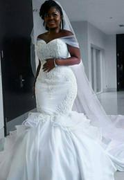 2019 abito bianco musulmano Africa Satin Mermaid Abiti da sposa Plus Size Off spalla pizzo Appliques Lace Up Back Beading Plus Size Mermaid Abito da sposa