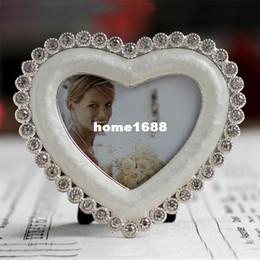 Foto marco perla online-Forma de corazón Perla Blanco Esmalte y cristal transparente Chapado de plata Chapado en aleación de zinc Marco de fotos 3x3 pulgadas