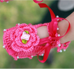 Wholesale Pink Baby Crochet Shoes - New Baby Shoes Baby Crochet Shoes Flower Pearl Children Handmade Shoes First Walker Cotton Toddler Shoes 0-12M Pink White Rose Red K2464
