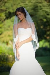 Wholesale Black Veil Accessories - 2015 Cheap White Ivory Bridal Veils With Comb Tulle Applique 1 Layer Beautiful Veil for Wedding Bride Bridal Accessories