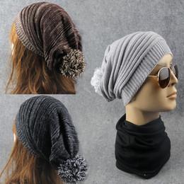 Cráneo pelo negro online-Para los deportes al aire libre Skull Caps Melaleuca Folds Hombres y mujeres sombrero con gran bola de pelo de lana de punto Beanie Negro 6 8jb B