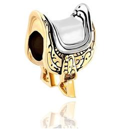 Amuletos de silla online-Chapado en oro y rodio Montar a caballo Amantes de los caballos Ecuestres Montura Europea Esmalte negro Charm Fit Pandora Pulsera
