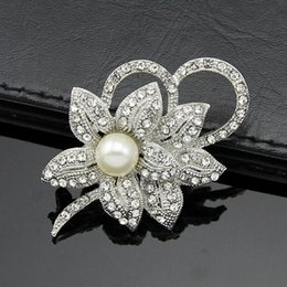 Wholesale China Wholesale High End Jewelry - The latest hot-selling high-end European and American original single pearl brooch diamond jewelry accessories holding flowers