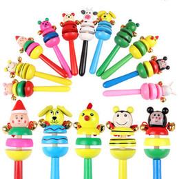 chocalho de sino de madeira do bebê Desconto Atacado-Animal Chocalho Baby Kids Handbells musical Developmental brinquedo de madeira Bed Bells of sale