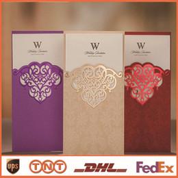 cartões imprimíveis livres dos convites Desconto Convites de casamento Romântico China Impressão Livre Imprimível Vermelho Roxo Cartões de Corte A Laser Convites de Casamento Elegante CW2002